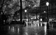 Night & Rain, Paris (Amelien (Fr)) Tags: 125 14 2017 400 50f14 50mm aos analog argentique believeinfilm capturedonrealfilm epson f3 film fuji fujifilm neopan nikon pellicule planar rodinal zeiss blackandwhite bw filmisnotdead homescanned monochrome nb noiretblanc v550