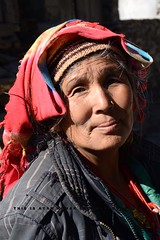""" P O S E "" (Ayan Kumar Ghosh Photography) Tags: woman worker himalaya outdoor oldwoman nikon nikonflickrawardgold north people pilgrim potreat portrait"