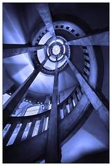 Illumination in Blau – illumination in blue (frodul) Tags: rathaus spirale treppenaufgang geländer kuppel einfarbig monochrom aufgang blau illumination hannover niedersachsen deutschland