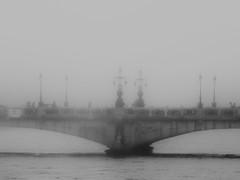 ... (Lanpernas 3.0) Tags: puente brigde niebla fog rio river donostia modernismo urumea mariacristina secesionismovienés arquitectura architecture diseño burguesía arte art farolas luminarias