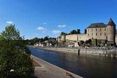 Le château carolingien surplombe la rivière de la Mayenne, dans la ville de Mayenne et le département de la Mayenne. (chug14) Tags: forteresse château châteaudemayenne châteaucarolingien mayenne paysdelaloire
