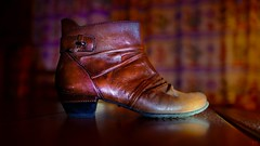 """Shoes -  """"Crazy Tuesday theme"""" (Ⓨ a s m i n e Ⓗ e n s +4 900 000 thx❀) Tags: crazytuesdaytheme shoes chaussure cuir leather 7dwf 7dayswithflickr hensyasmine lines leica leicaq"""