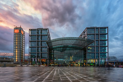 Like the sky, don't like the building (martin.matte) Tags: berlin germany deutschland bahnhof trainstation hauptbahnhof buidling cityscape sky clouds city architecture modern