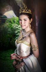 ชุดนาคี (mirrorfotor) Tags: thai girl vintage thailand old the olden days ชุดไทย นาคี ชุดนาคี
