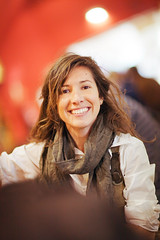 (Henri Railowsky) Tags: portrait espaa woman girl smiling canon eos spain bokeh retrato 85mm happiness 5d 12 markii