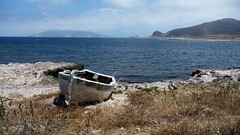 Barca in secca (Escursionista53) Tags: canon barca italia mare sicilia isola favignana spiagge