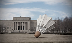 Nelson-Atkins Museum of Art (Frank Miller (knarfmo)) Tags: sculpture building architecture shuttlecock