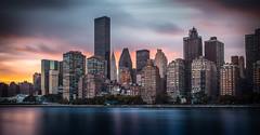 Manhattan Skyline (Feldman_1) Tags: newyorkcity usa newyork building skyline clouds skyscraper colorful wasser sonnenuntergang manha