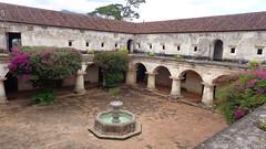 cloister (sftrajan) Tags: fountain ruins guatemala colonial fuente unesco patio antigua ruinas convento cloister chiostro centralamerica claustro centroamrica clotre antiguaguatemala capuchinconvent conventodecapuchinas