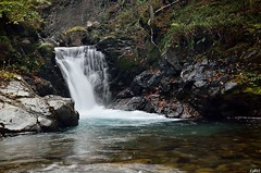 Cascade sur le Riberot - Pyrnes arigeoises (lyli12) Tags: france nature automne nikon eau cascade pyrnes arige ruisseau midipyrnes poselongue d7000 vision:sky=0507 vision:outdoor=0953