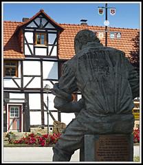 Nienhagen_182 (Max-Friedrich) Tags: statue cityscape architektur fachwerk summicron35mm leicam8 kaufungerwald naturparkmnden