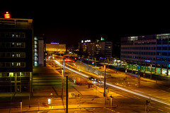 "64/365 ""Blick aus dem Tietz"" (Fellux) Tags: city light night licht long traffic nacht spuren bank zentrum verkehr sparkasse chemnitz deutsche ampeln vision:dark=0962 vision:sky=0694 vision:outdoor=0936"