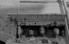 Bassorilievo di famiglia con concubina alla casa di Manilio (Armando Moreschi) Tags: rome roma famiglia ghetto sarcofago bassorilievo concubina armandomoreschi yewishsection casadimanilio