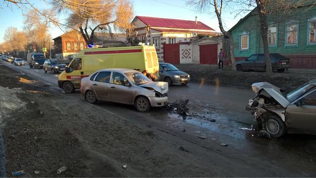 ВСызрани встолкновении ВАЗ-21102 и«Калины» пострадал 3-х летний ребенок