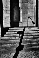 image (Luis Iturmendi) Tags: sombra shadows gaslight farola street calle urban city ciudad streetphotography bw blancoynegro blackandwhite monochrome monocromo