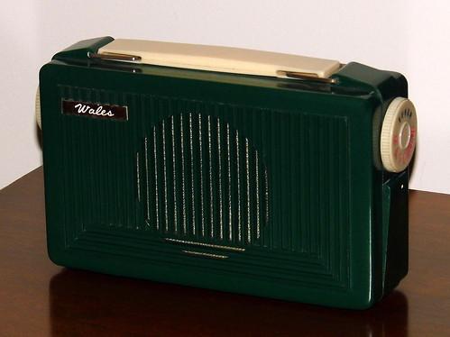 vintagewalesvacuumtubeportableradio vintageradiocollection radiocollection oldradios vintageradios