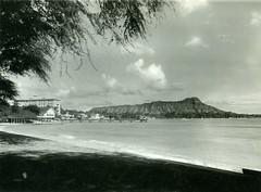 P1.HI2.031 (American Alpine Club Photo Library) Tags: beaches waikiki volcanoes diamondhead volcaniccone settlements oahu