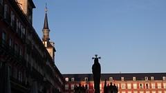 El Cautivo (Madrid) (Eliazar Torre) Tags: madrid españa ciudad city plazamayordemadrid plazamayor callejeando callejeandoenmadrid semanasantaenmadrid semanasanta elcautivo benlliure spain contraluz silueta