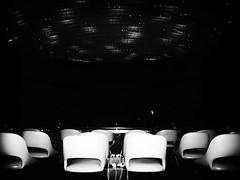Esperando el diálogo / Waiting for the dialogue / Warten auf den Dialog / Attendre que le dialogue /Attesa per il dialogo (Intibilim) Tags: nacionesunidas ginebra compromiso paz diálogo reunión refugiados blancoynegro blanco negro oscuridad abstracto misterio commitment unitednations geneva peace dialogue meeting refugees blackandwhite white black darkness abstract mystery lesnationsunies genève engagement paix réunion réfugiés blancetnoir blanc noir sombre résumé mystère vereintenationen genf frieden dialog treffen flüchtlinge weisundschwarz weis schwarz dunkel zusammenfassung geheimnis nazioniunite ginevra impegno pace dialogo incontro rifugiati biancoenero bianco nero scuro astratto mistero