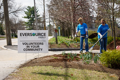 Amy Schmitz-Michaud and Kathy Roberge (eversourcenh) Tags: volunteerism starkpark