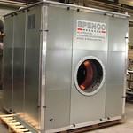 Geluidomkasting voor een ventilator met uitneembare panelen, inclusief koeling