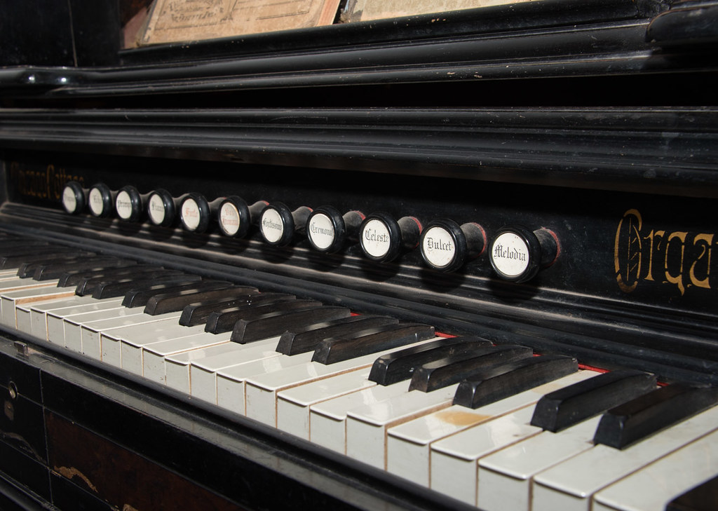 B k colonizador piano vintage verde
