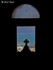 Elafonisi from the chapel (dreptacz) Tags: kaplica elafonisi krzyż grecja kreta sony lustrzanka slt55 okno widok woda