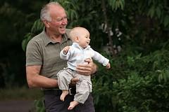Aşkın lisanı - Language of love (halukderinöz) Tags: aşk love dede grandfather torun grandson mutluluk happiness portre portrait outdoor slovenya slovenia novagorica canon 40d canoneos40d hd