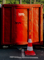 2017-04-07 – Red House (Jimi Hendrix) (Robert - Photo du jour) Tags: avril 2017 regarddunjour redhouse jimihendrixrouge red box boite coffre travaux porte chantier cabane