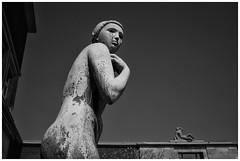 Women (RadarO´Reilly) Tags: ehrenhof düsseldorf nrw germany skulpturen sculptures sw schwarzweis bw blackwhite monochrome noiretblanc blanconegro zwartwit women frauen