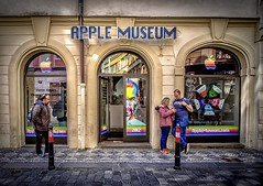 fujifilm xt1 prague praga museum apple smartphone street... (Photo: karolklaczynski on Flickr)