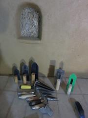 outils (britoune41) Tags: écoconstruction paille terre argile solenterre enduitterre bois cadrecanadien maisonenpaille constructionécologique dordogne tadelak isolationnaturelle