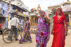 Couleurs du Rajasthan ..Bundi..See my album of India (geolis06) Tags: geoli06 asia asie inde india rajasthan bundi streetlife rue route road olympus olympusomdem5 femme woman sari 2013 colors
