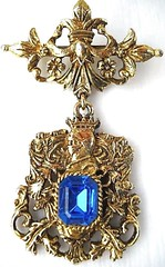 Chivalry dangle brooch (MidCenturian) Tags: blue vintage gold king brooch jewelry knight steed dangle cobalt crusades haskell goldtone chivalry unsignedmiriamhaskell