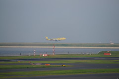 DSC03579 (ruri1011) Tags: tokyo airliner hnd rjtt alpha900 sal70300g