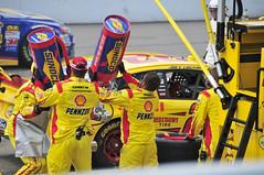 Pennzoil NASCAR Pit Crew (flickrfanmk2007) Tags: ford cup 22 shell pit glen stop crew nascar sprint watkins pennzoil