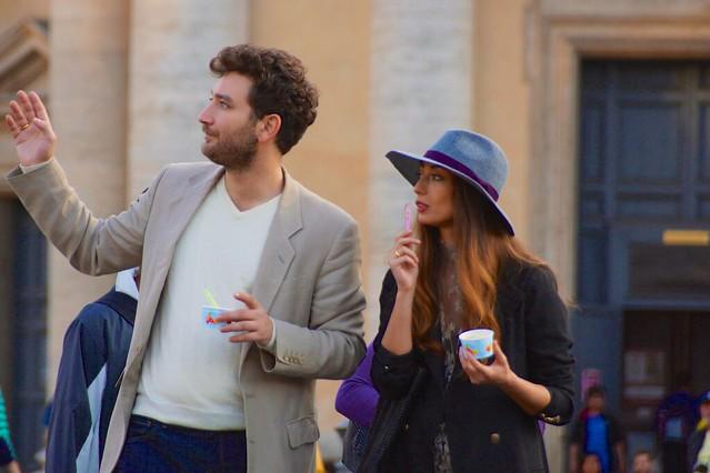 italy rome hat fashion couple jacket icecream gesture piazzadelpopolo fashionable