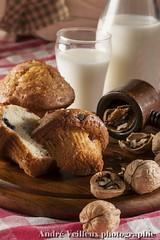 Collation (inde07 (Andr Veilleux)) Tags: breakfast milk lait nutcracker muffin djeuner noix cassenoix noixdegrenoble