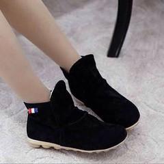 รองเท้าผ้าใบ หุ้มข้อหนังกลับแบบสวม Sneakers new arrival เท่สุดฮอตแฟชั่นเกาหลีสไตล์ใหม่ล่าสุดมีให้เลือกมากถึง5สี รหัสสินค้า : HS167-1 ราคา 1250 บาท ขนาด : 34-39 วัสดุ : Matted PU สี : ดำ/เบจ/น้ำตาล/แดง/น้ำเงิน ส้นสูง : 2.5 ซม. เข้าชมและสั่งซื้อสินค้าได้ที่