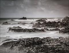 Pose longue monochrome (Christele D Photographie) Tags: longexposure blackandwhite bw noiretblanc nb 44 lecroisic paysdelaloire poselongue {vision}:{ocean}=0524 {vision}:{outdoor}=0939 {vision}:{clouds}=0673