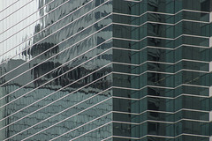 (Gallosdegaraje) Tags: windows ventana arquitectura lines composition angles building city hong kong cora diz vila blue reflection