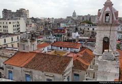 View from the belltower of Catedral de la Virgen María de la Concepción Inmaculada, Havana, Cuba (JH_1982) Tags: view aussicht skyline cityscape city urban urbanity roof roofs rooftop tower bell belltower cathedral virgin mary immaculate conception catedral de la virgen maría concepción inmaculada 哈瓦那主教座堂 кафедральный собор гаваны habana havana havanna havane lavana 哈瓦那 ハバナ 아바나 гавана hawana हवाना هافانا הוואנה cuba kuba 古巴キューバ 쿠바 куба क्यूबा كوبا
