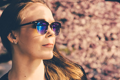 Do Ro IV. (photonomie.de) Tags: doro hamburg kirschblüte sunglasses reflexion sun face alsterufer binnenalster