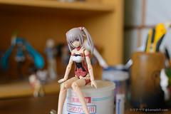 フィギュア棚前で待ち合わせ (Kamadouma3) Tags: framearmsgirl innocentia bfigure fag figure indoor jfigure model plasticmodel toy イノセンティア フィギュア フレームアームズガール プラモデル kotobukiya faガール