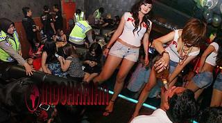 Razia Tempat Hiburan Malam, Kedapatan Wanita Seksi Sedang…
