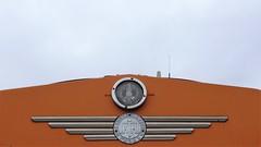 1973 Herstellerzeichen an dieselhydraulischer Rangierlok BEHALA 3 Typ M700C von Krauss-Maffei Werk-Nr. 19699 bei BEHALA Westhafenstraße in 13353 Berlin-Moabit (Bergfels) Tags: bergfels technischesdenkmal lokbilder lokomotive maschine grosemaschine schienenfahrzeug 1973 dieselhydraulisch rangierlok behala3 m700c kraussmaffei werknr 19699 behala westhafenstrase westhafen 13353 berlin moabit 1970er 20jh brd beschriftet hafenbahn westberlin normalspur masse leistung lüp achsfolge dreiachsig dieselengine dieselmotor diesellocomotive diesellokomotive diesellok herstellerzeichen