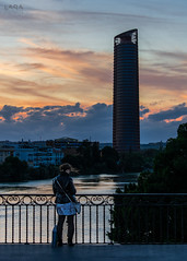 Sunset falling on her (Lara Santaella) Tags: sunset pelli sevilla guadalquivir water river río agua anochecer