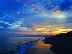 Atardecer en la costa (Antonio Chacon) Tags: andalucia atardecer marbella málaga mar mediterráneo costadelsol cielo españa spain sunset nubes nature naturaleza puestadesol paisajes
