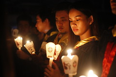 Radiating in the Dark. (Paul Sugano) Tags: candle light letran baccalaureatemass colegiodesanjuandeletran manila philippines letranbaccalaureatemass2017 sulongarriba2017