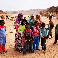 Beduinos del Sinai (antoniosanchezserrano) Tags: instagramapp square squareformat iphoneography uploaded:by=instagram lofi sinai desert people beduins beduinos egipto egypt sands dromedaries mountains montañas